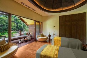 blind-reflexologist-at-mandapa-spa-ubud